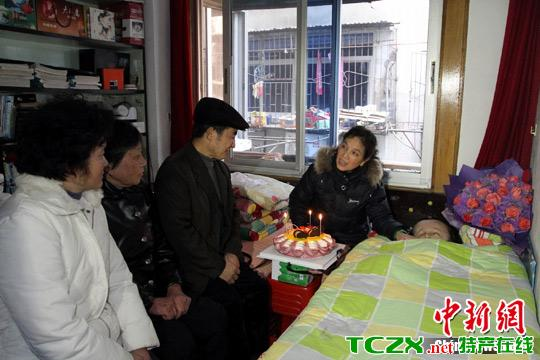 江西脑瘫女孩受关注 度过25年来首个生日