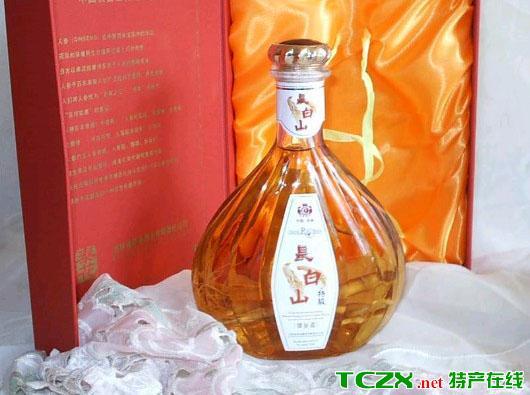 鲜人参,鲜西洋参,野山参为主要原料,以优质纯粮白酒为酒基,配以灵芝